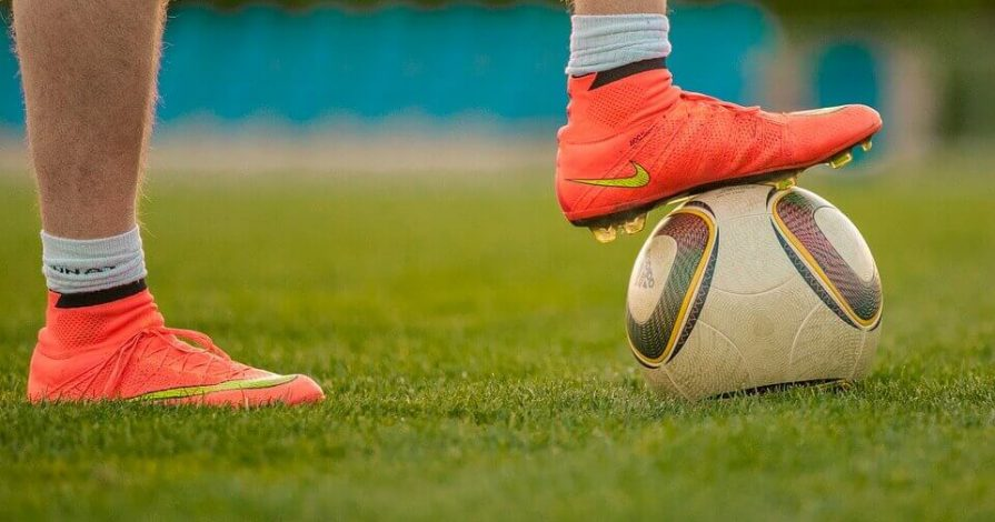 Top 5 BestFootball Shoes under 1000 Rs. in India