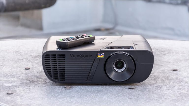 The 5 Best Outdoor Projector for Your Home Theater 2021