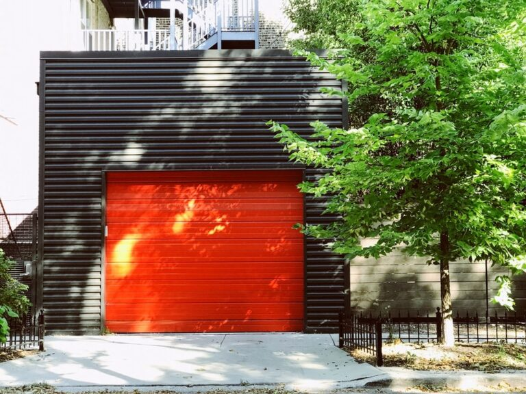 How to Repair the Garage Door and How to Select Professional Solution Provider?